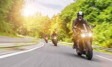 schwere Unfälle durch Motorradfahrer