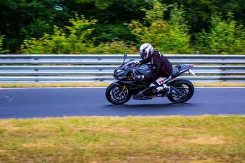 Motorradunfall, Schmerzensgeld und Schadensersatz